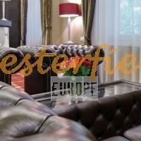 Chesterfield kanapé, fotel, asztal